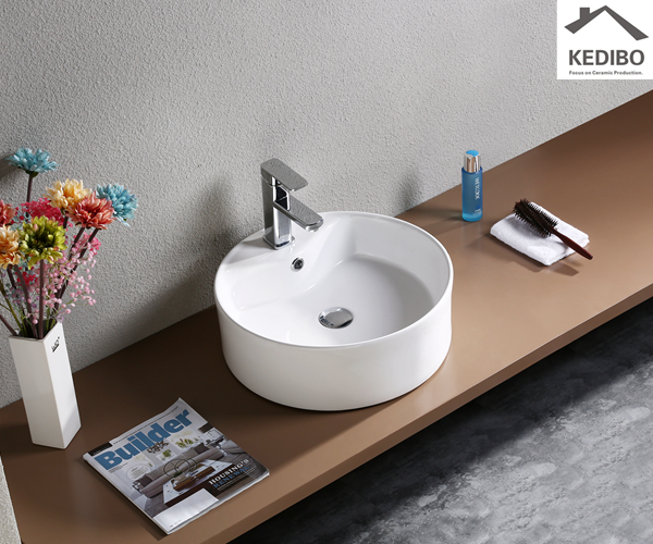 A Night of Horror, from dusk til dawn  -  small bathroom wall sink